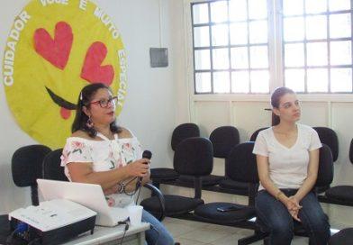 Cuidadores participam de palestra sobre saúde mental