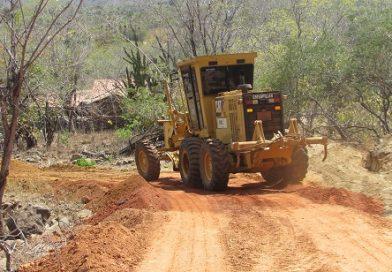 Prefeitura Municipal recupera estrada que dar acesso a localidade Maniçoba