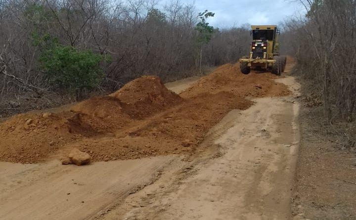 Prefeitura recupera estradas nas zona rural